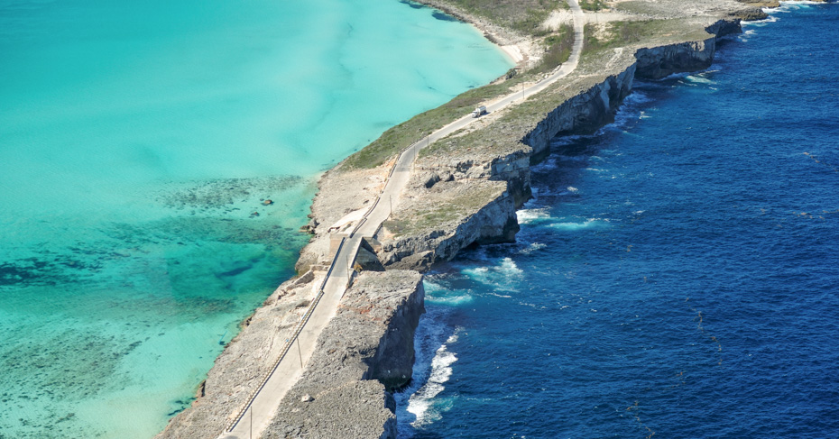 What to do in Eleuthera? Glass Window Bridge on Eleuthera Island. Take a Miami to Bahamas day trip with Bahamas Air Tours. North Eleuthera flights from Florida to Bahamas.