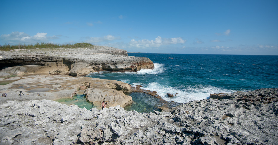 What to do in Eleuthera Bahamas? Explore the beaches and rugged coastlines of Eleuthera Island on a Bahamas Island hopping tour with Bahamas Air tours and one day trip to Bahamas from Miami.
