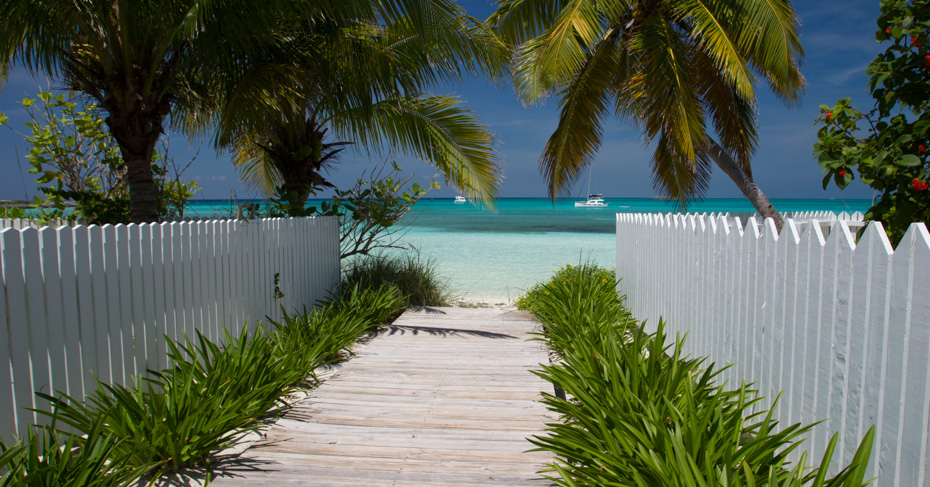 Chub Cay Bahamas Berry Islands, explore on a miami day trip to Bahamas with bahamass air tours. Take a bahamas air charter to Great harbour cay, chub cay bahamas, and coco cay airport by flying to bahamas from florida.
