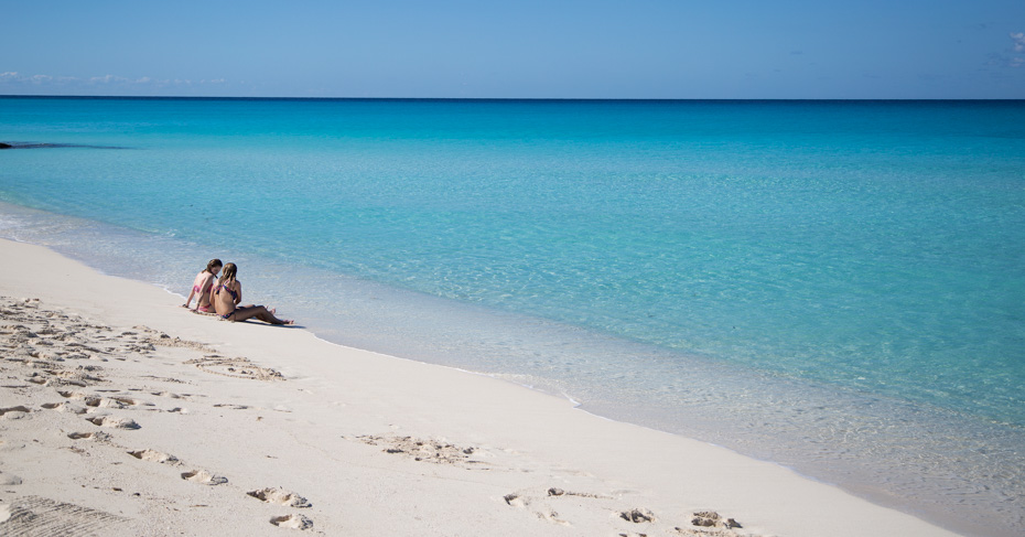 Bimini Beaches Bahamas on a Bahamas island hopping tour. Take a Bimini cruise from West Palm Beach or a Bimini cruise from Miami.