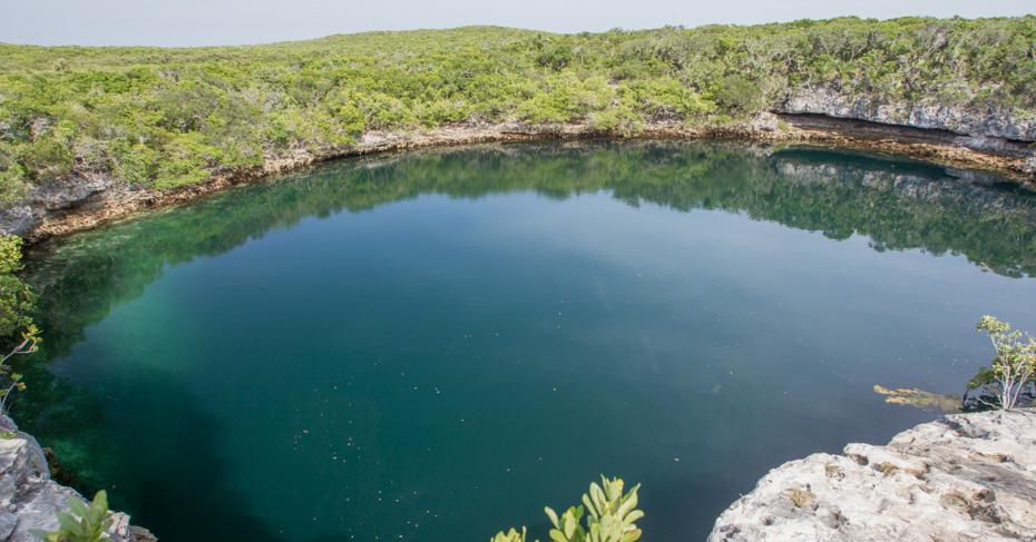 Chub Cay bahamas blue hole in the berry islands bahamas. Take a miami day trip to Bahamas and discover the berry islands bahamas; from Great harbour cay to Chub cay bahamas, coco cay excursions and chub cay airport.
