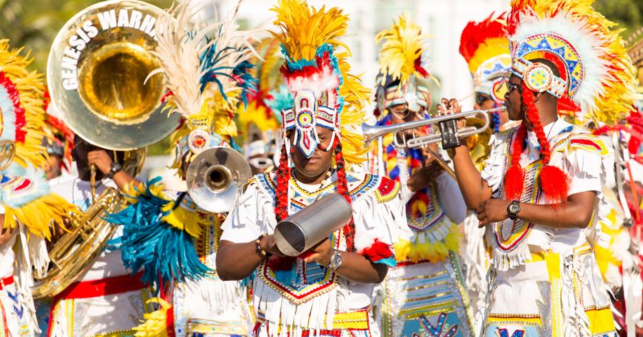 Experience the Junkanoo Bahamas with the Junkanoo Festival. The junkanoo parade takes place in Nassau Bahamas and Freeport Grand Bahama. Discover the unique experience of the Junkanoo festival Bahamas.
