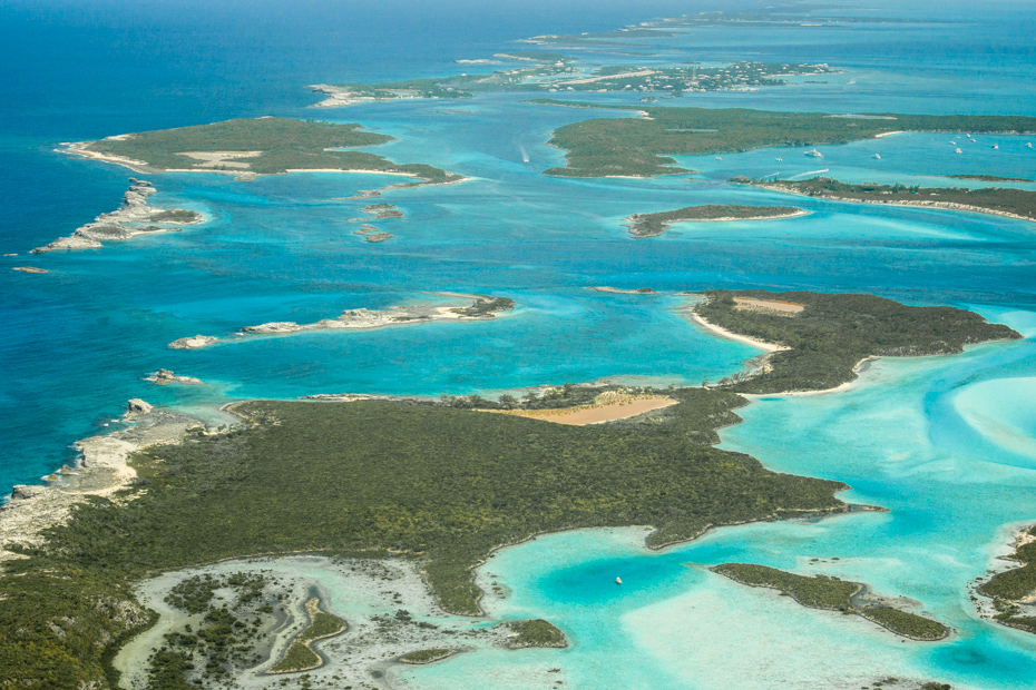 Staniel Cay Day Tour Bahamas with Bahamas Air Tours. Explore all the sights around Staniel Cay including the swimming pigs, exuma pigs, Thunderabll grotto.
