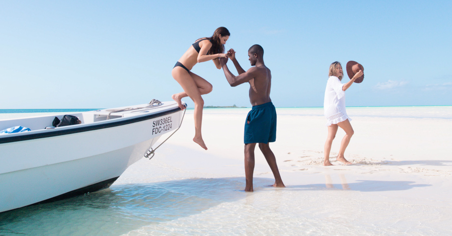 Bahamas Boat Tour to the Sand Bars on a Staniel Cay Day Trip from Miami and Nassau with Bahamas Air Tours.