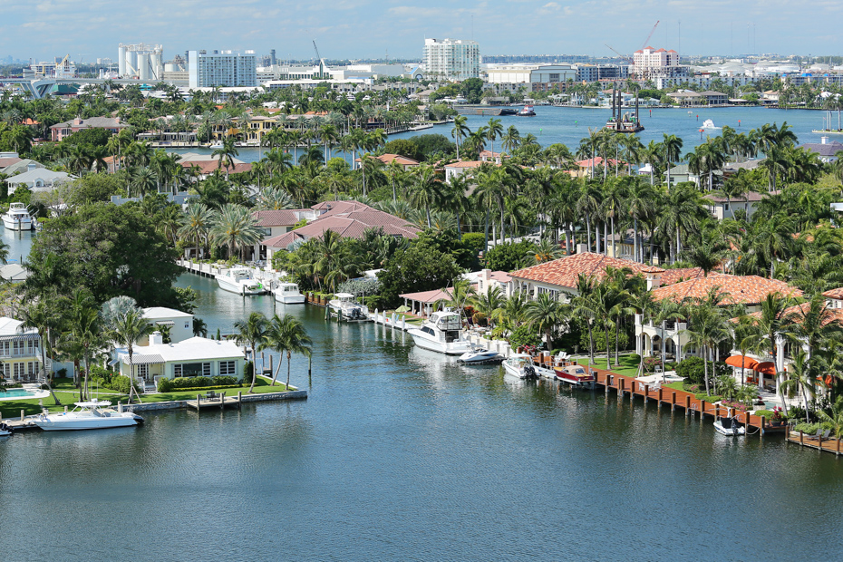 Things to do in Fort Lauderdale, the venice of america with it's waterways and canals. Viosit all the Fort Lauderdale attractions for a perfect Fort Lauderdale vacation. For all the top things to do in Fort Lauderdale, or what to do in Fort Lauderdale that you haven't thought of yet, check out this comprehensive list of fun things to do in Fort Lauderdale and all Fort Lauderdale activities such us a day tour Bahamas from Bahamas Air Tours.