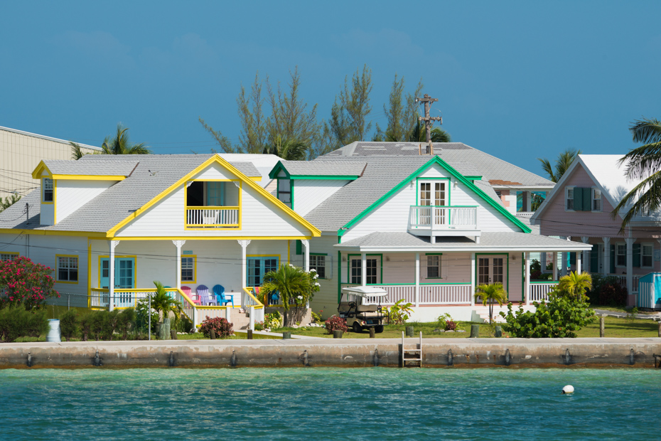 Typical neighborhood of the Spanish Wells Bahamas. Check out all the Eleuthera Bahamas attractions on Spanish Wells island.
