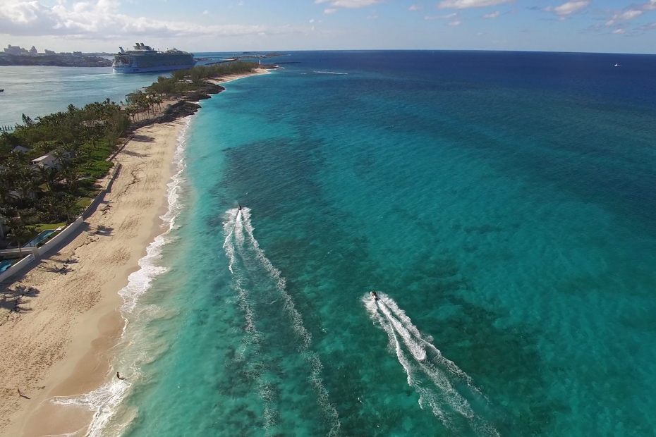 Take a Bahamas cruise from Florida or you may elect to fly. Come from Florida to Swimming pigs Bahamas today!