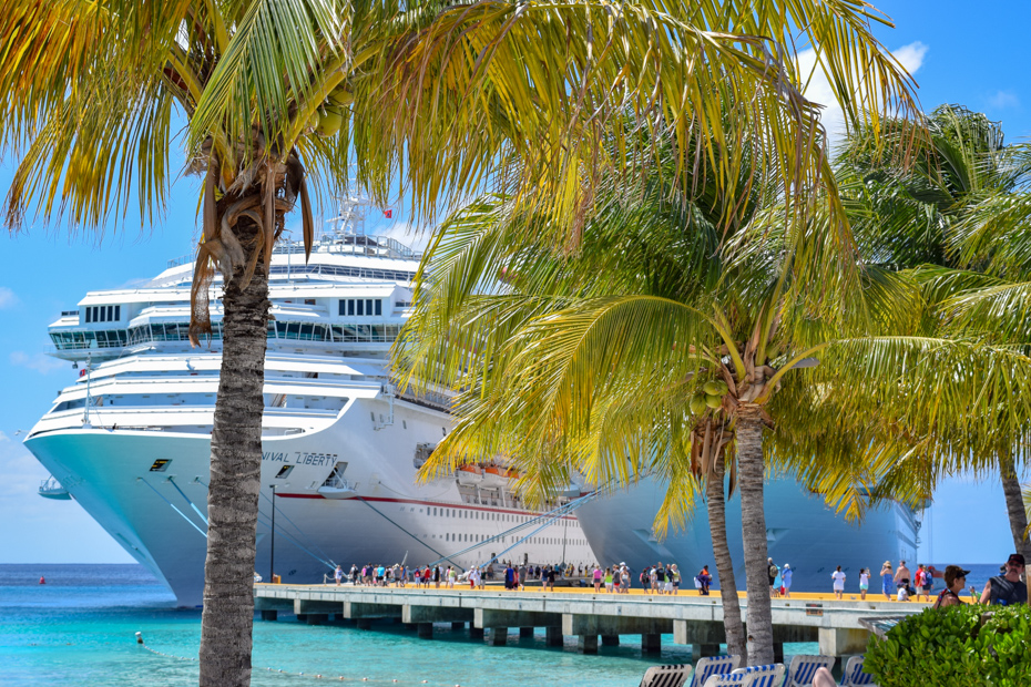 Cruise port in the Bahamas. Take a look at our cruise packing checklist to get an idea of all the things you need for a cruise and other cruise packing tips all on Bahamas Air Tours blog for your trip to Bahamas.