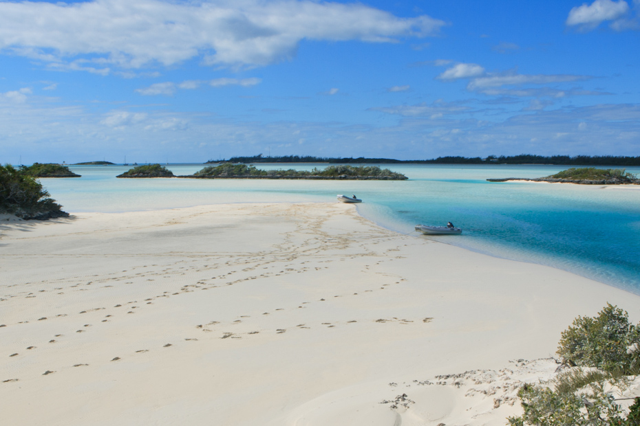 Find out which is the best Bahamas beach below. Some of the best beaches in Nassau and Exuma. Come with Bahamas Air Tours on a Trip to Bahamas to see pigs in Bahamas.