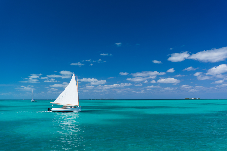Sailing through Abaco is one of the best places in Bahamas. To know what to do in the Bahamas on your Bahamas day trip, read along. Join flights to Bahamas aboard Bahamas Air Charters to Swimming Pigs tours.