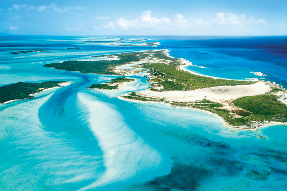 A blue paradise in the middle of the Exuma Cays. Views aboard a Nassau to Staniel Cay flights to Bahamas day trips by plane to Pig Island.