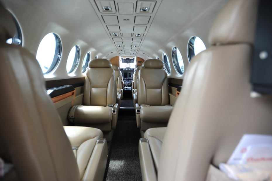 Charter flights to Bahamas from Florida: take a private Bahamas air charter and enjoy private flights from Florida to Bahamas with Bahamas Air Tours