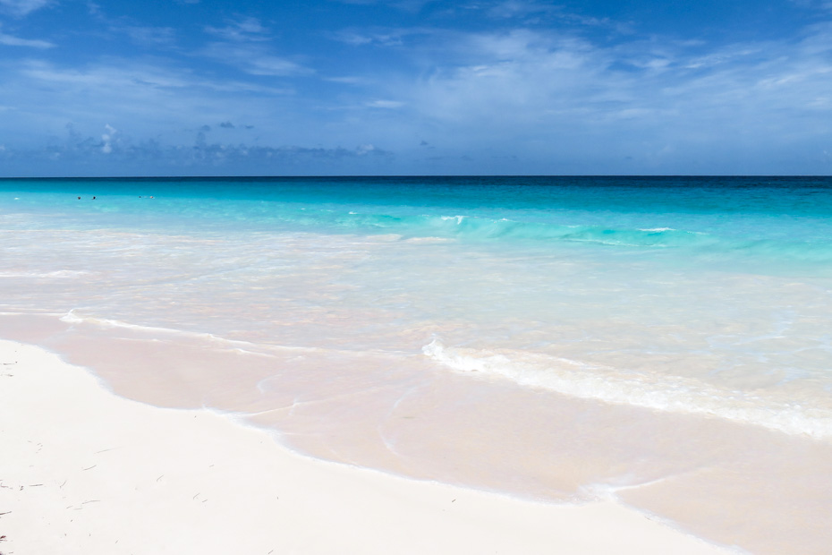 Nassau Day Trips to Harbour island Eleuthera with Bahamas Air Tours to the famous Pink Sands Beach and colonial Dunmore Town. Fly from Nassau to Harbour Island by plane