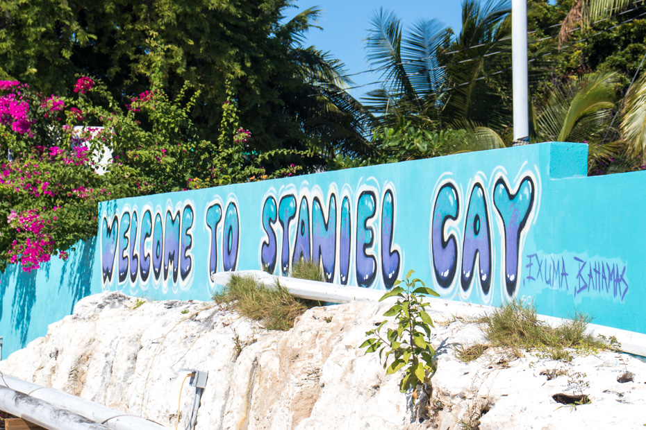 Staniel Cay Bahamas Island with pigs is called Big Major Cay. Staniel Cay is the nearest settlement and home to the Staniel Cay Airport and many Staniel Cay hotels and resorts. Travel to Staniel Cay to visit the famous Pig Beach Bahamas and go Swimming with pigs in Exuma.