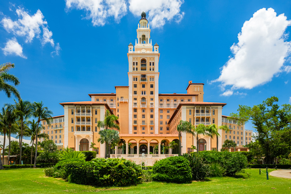 What to do in Miami, Coral Gables, the Biltmore Hotel. The beautiful architecture of the historic and luxurious Mediterranean style Biltmore Hotel built in 1925 is a popular tourist destination in Miami and one of the best things to do in Miami Florida.