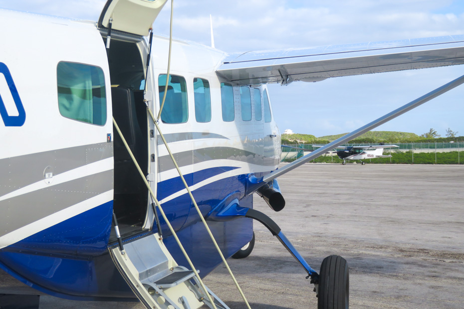 Day trip from Nassau to Pig Island Bahamas by plane with Bahamas Air Tours - Exuma Excursions from Nassau and Day trips from Nassau to Exuma. Fly into Staniel Cay a small airstrip in the Exuma Cays, stepping point for visiting the Exuma Pig Beach and Bahamas Pig Island, home to the famous bahamas swimming pigs.