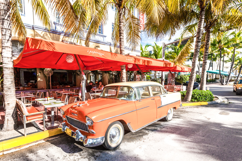 Best things to do in south beach miami Art Deco Edison Hotel and a classic olds mobile car on Ocean Drive, South Beach, Miami, USA.