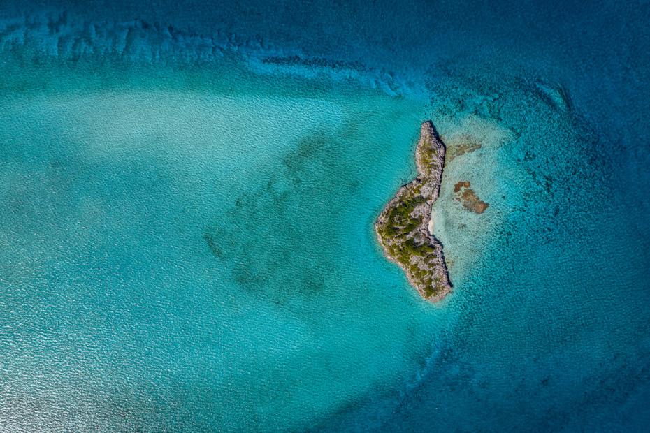 Flying over the Exuma Cays on Flights from Florida to Bahamas with Bahamas Air Charter flights from Bahamas Air Tours. Fly from Miami and Florida to Nassau, Exuma, Staniel cay, North Eleuthera, Harbour Island and many more bahamas islands.