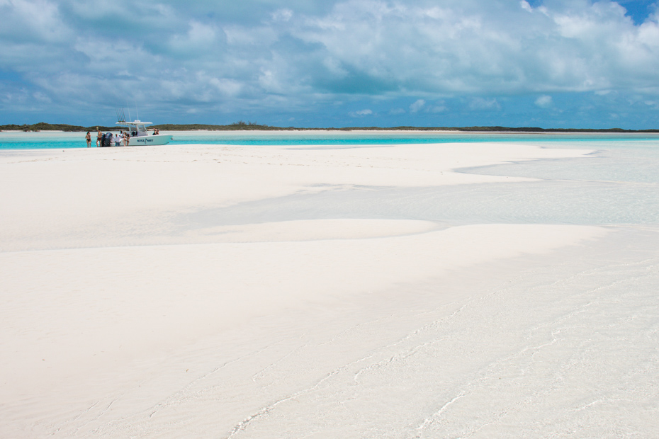 Spend the day on the white sands of the Bahamas! A Bahamas day trip to Exuma on a Bahamas air charter is among the best things to do in Bahamas.